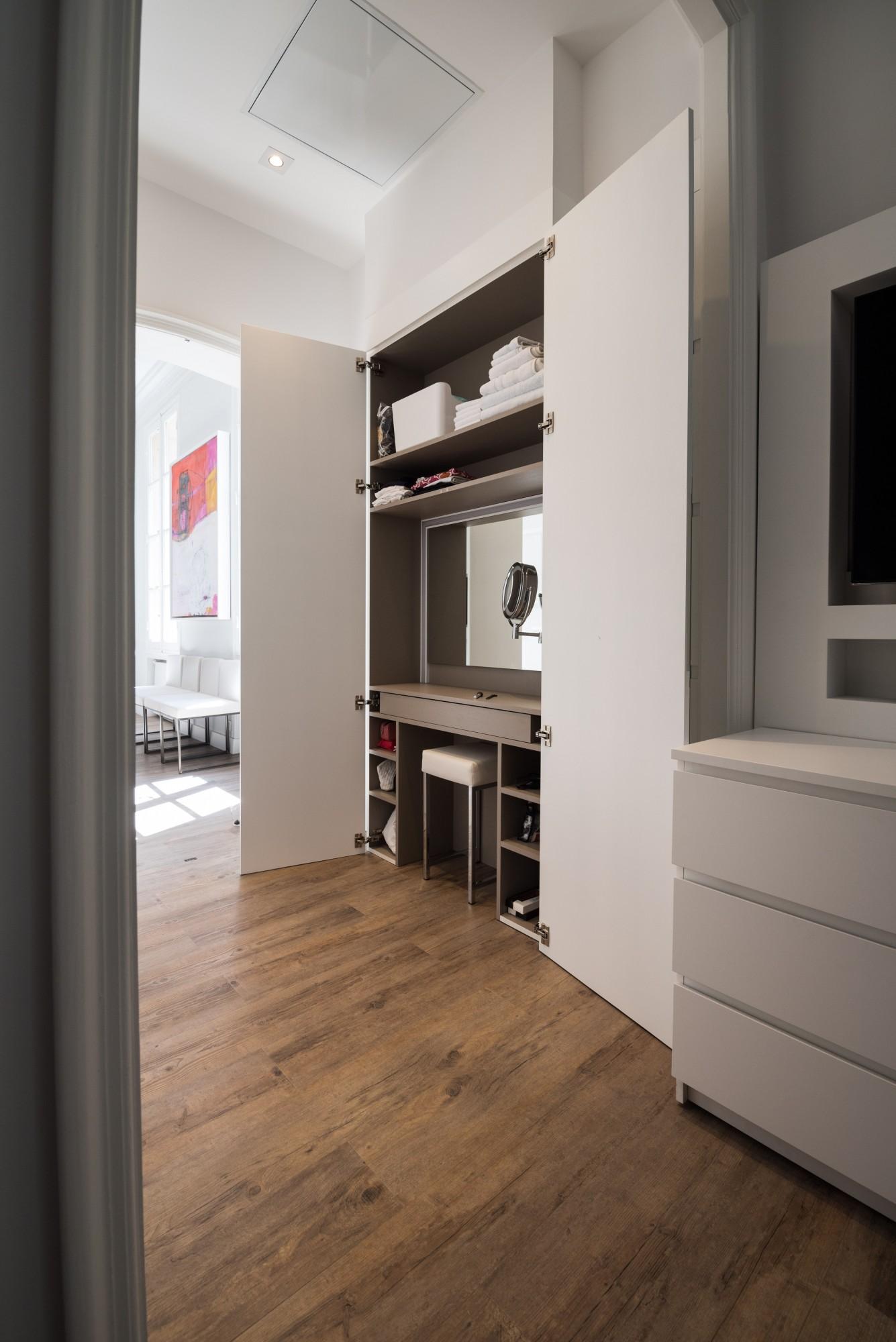 Dressing Avec Coiffeuse Intégrée fabrication de placards avec portes ouvrantes ou